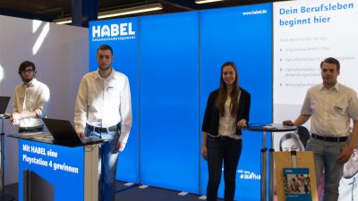 habel dokumentenmanagement messestand mit personal bei der jobs for future vs
